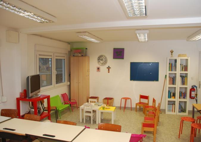Kleurrijk binnenzicht van een modulaire klas