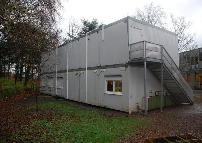 Herbruikbaar gebouw met een buitentrap